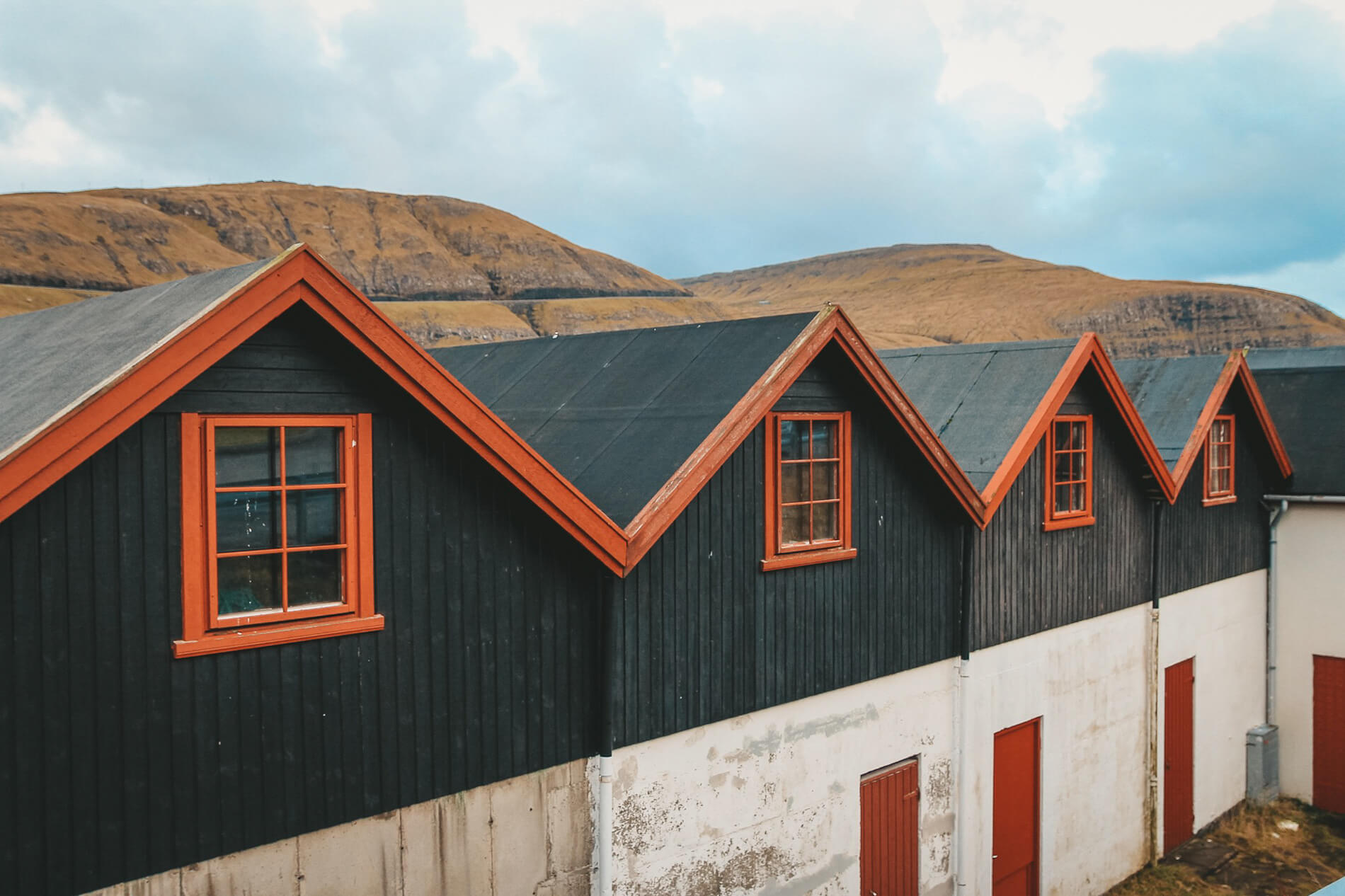 Colourful roofs Vestamanna, faroe islands facts, visit faroe islands